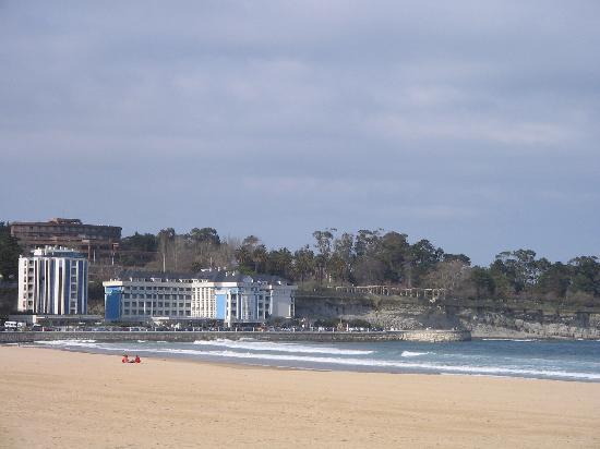 Playa del sardinero en santander la posada de somo for El chiqui santander