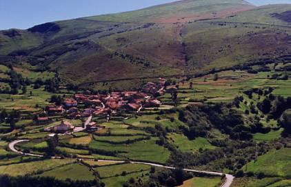 El municipio de tudanca en cantabria la posada de somo for Casas de pueblo en cantabria